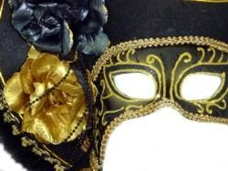 Deluxe Plastic Masquerade Masks: Ladies Black Pirate with Tricorn Hat