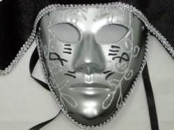 Deluxe Plastic Masks: Silver Full Face Mask with Black Tricorn Hat