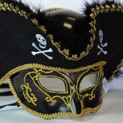 Deluxe Plastic Masks: Black Pirate with Tricorn Hat